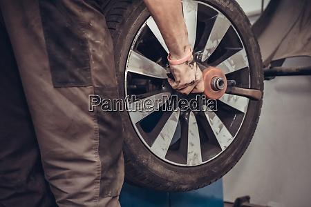 vehicle wheel balancing machine workshop