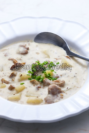 creamy potato soup with mushrooms