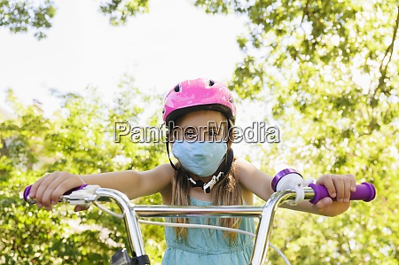 girl 6 7 wearing flu mask