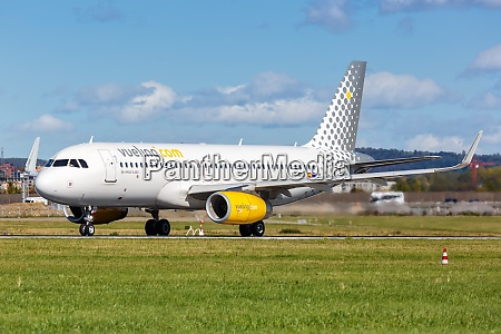vueling airbus a320 airplane stuttgart airport