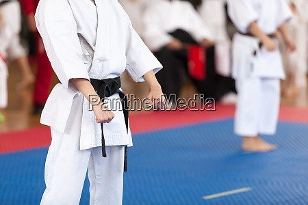 karate practitioner body position during competition