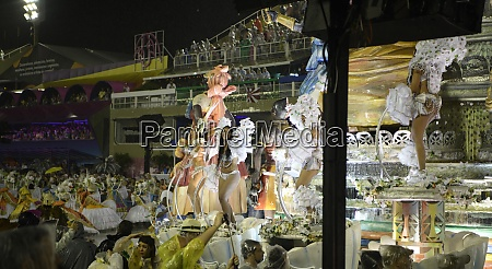 samba, parade, at, the, 2020, carnival, - 29040067