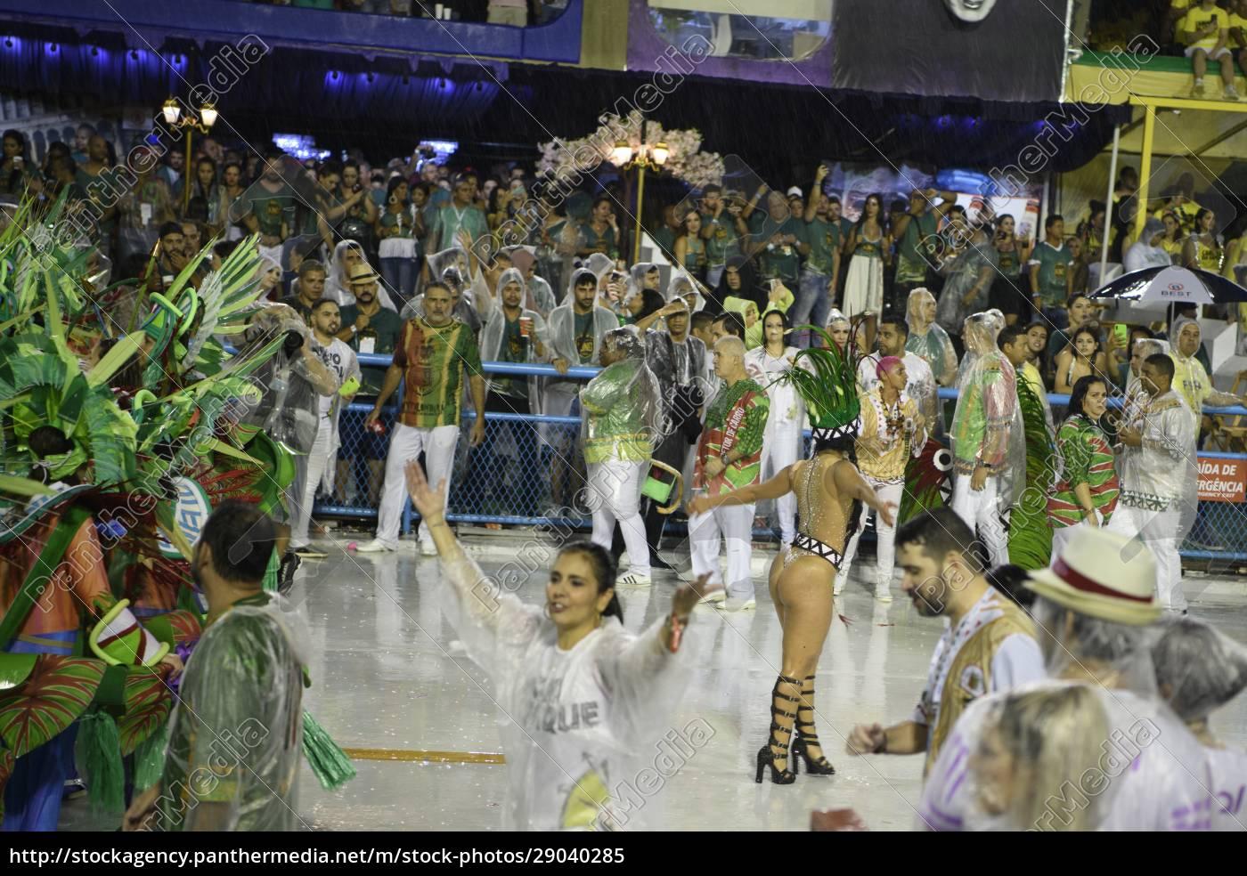 samba, parade, at, the, 2020, carnival, - 29040285
