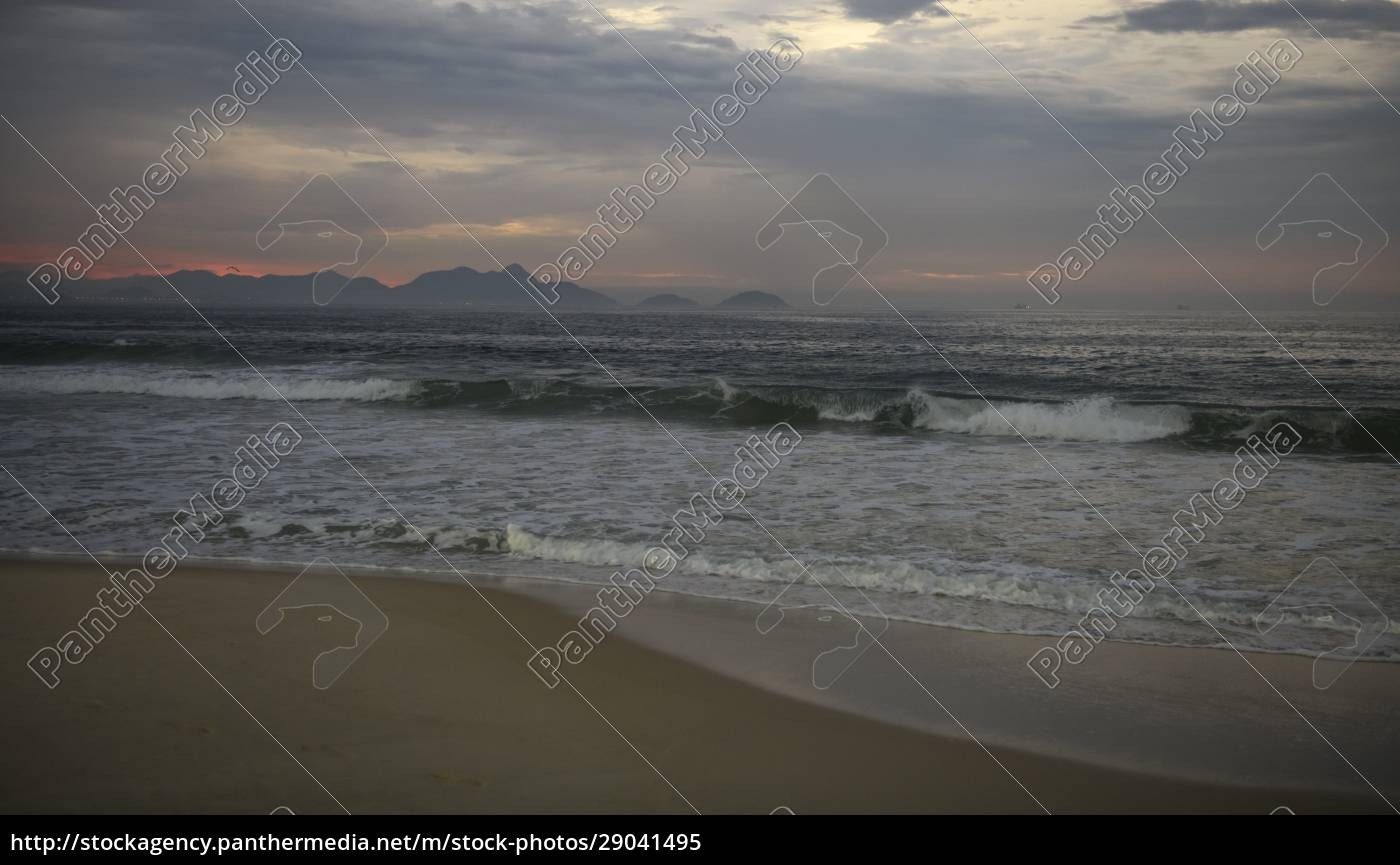 avenida, atlantica, in, the, early, morning. - 29041495