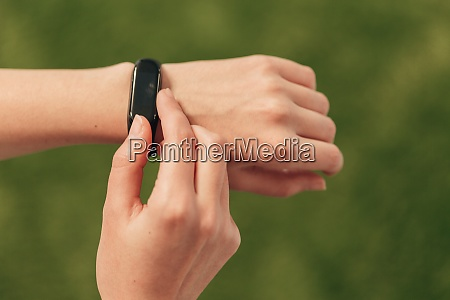 a smartwatch on hand measures the
