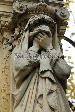 sculptures from the pere lachaise cemetery