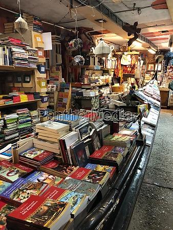 libreria acqua alta bookstore high tide