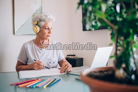 woman drawing taking online art course