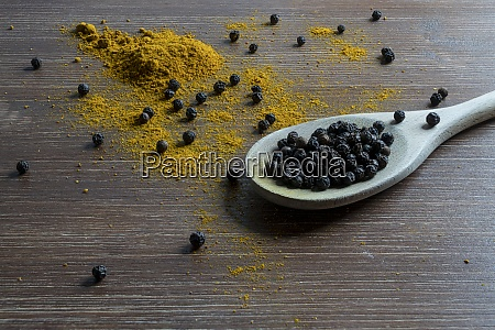 curry powder and pepper grain