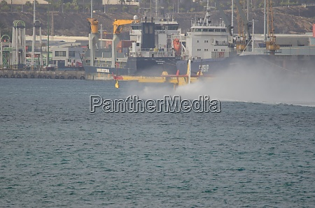 fire fighting plane collecting sea water