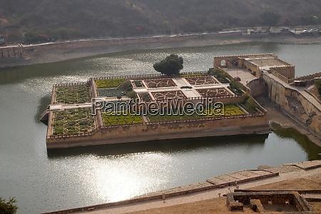 beautiful gardens in amber fort jaipur