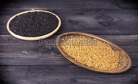 the white and dark sesame seeds