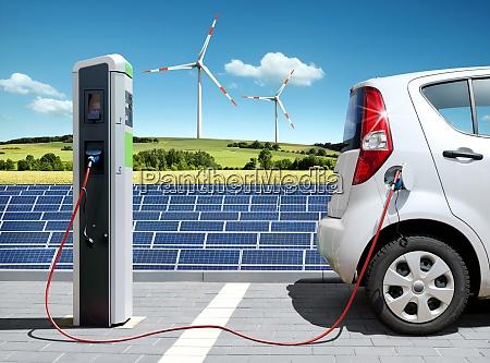 e car mit solartankstelle und windkraft