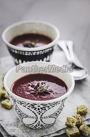 beetroot soup in cups with bread