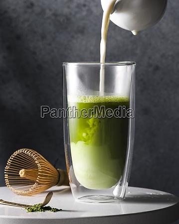 preparation of matcha latte