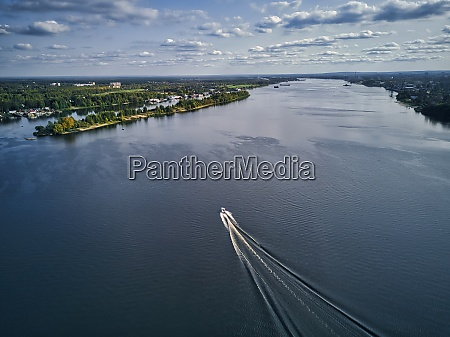 boat leaving wake on volga river