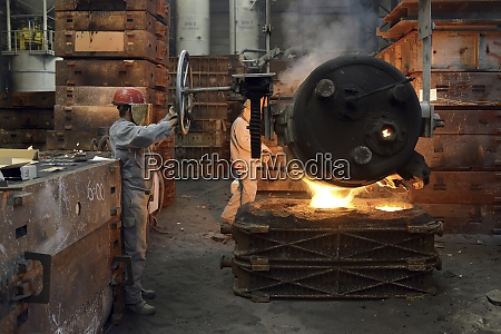 casting of steel in a foundry