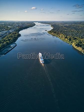ship, moving, along, volga, river, against - 29120826
