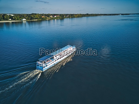 ship, with, wake, on, blue, volga - 29121023