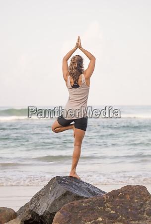sri lanka kabalana young woman practicing
