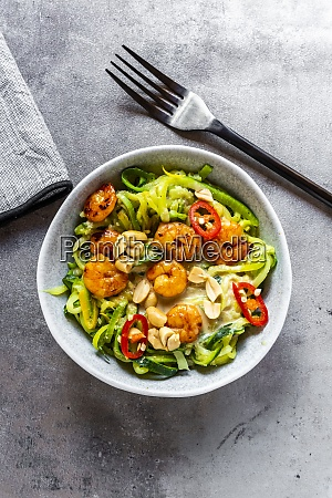 zoodles with shrimps and chili served