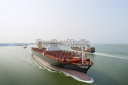 a 400m long container ship sails