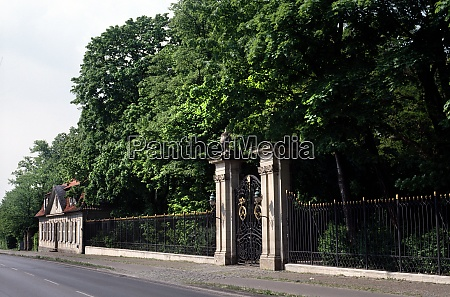 gate and wall of richmond castle