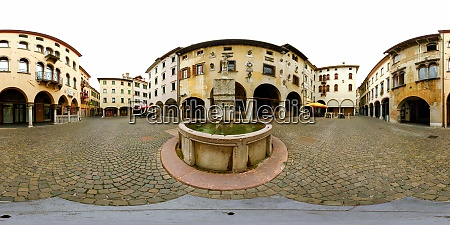 360 degree panorama of the piazza