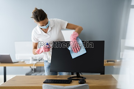professional office monitor cleaning service