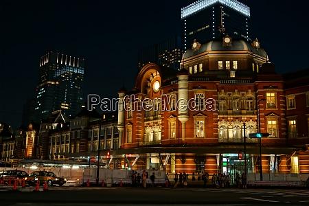 light up of tokyo station night