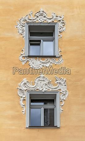 ornamented windows in straubing