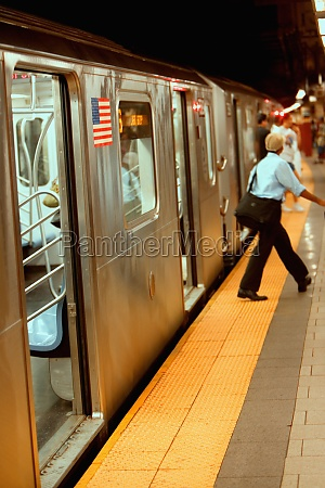 passengers exiting from a subway train