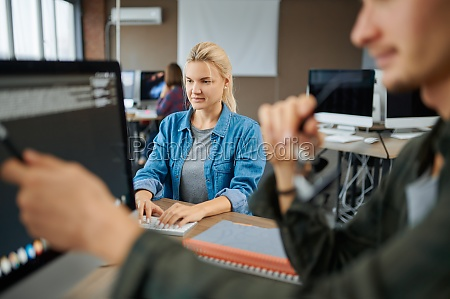 it specialists group works in office