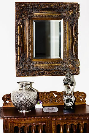 showpieces on a chest with mirror