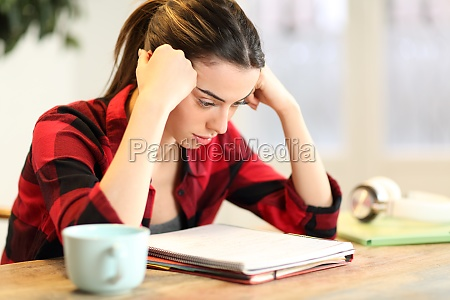 concentrated student studying memorizing notes at