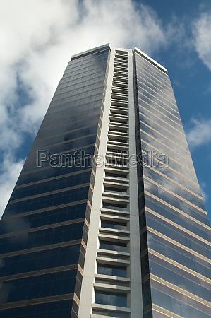 skyscraper in the city of auckland
