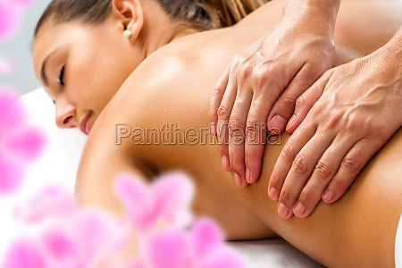 hands doing relaxing back massage