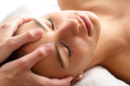 macro relaxing facial massage