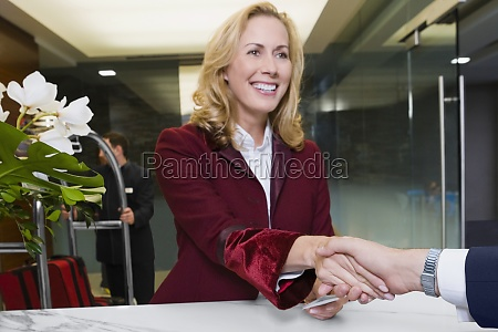 receptionist giving the cardkey to a