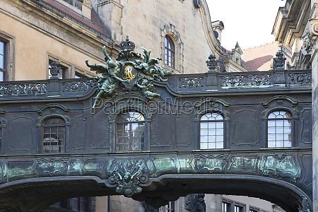 decorative connector passage between the dresden