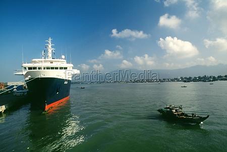 cruise ship danang vietnam