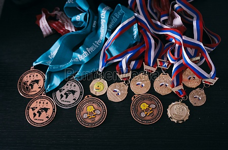 medals received in victories in powerlifting