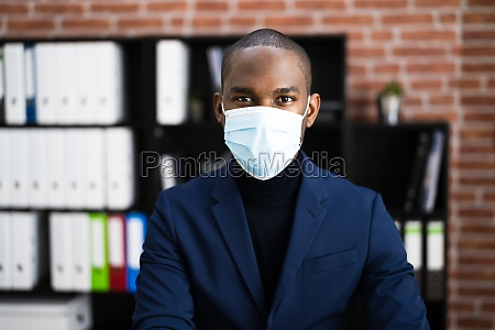 african american wearing covid mask