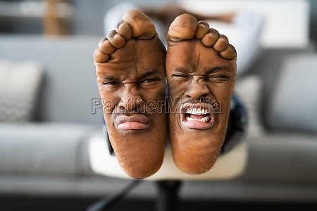 feet smell and pain expression