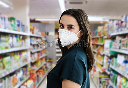 woman shopping in face mask