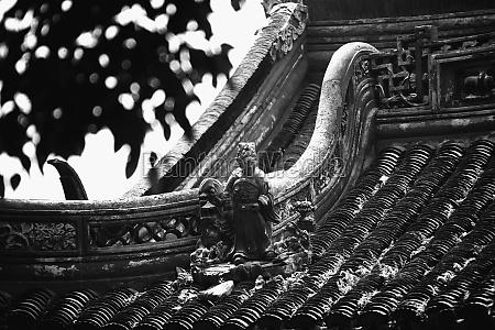 statue on rooftop yu yuan gardens
