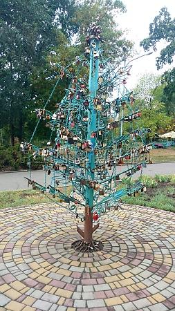 christmas tree for newlyweds