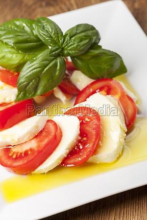 mozarella basil and tomatoes