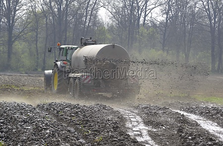 liquid manure from animals as fertilizer