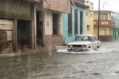 street, flooded, by, rainwater - 29630099